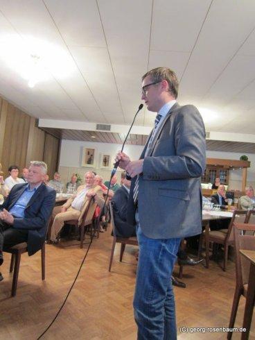 Bürgermeister Averbeck trägt seine Bedenken vor